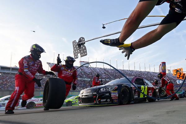 Jeff+Gordon+NASCAR+Sprint+Cup+Series+Quaker+2015 (1)